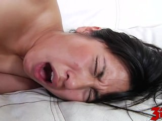 Mia Li Gives Massage And..