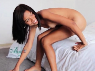 Sultry sweetie adores slim..