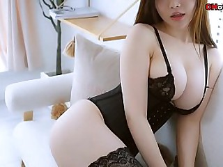 Chinese Hottie: sexy model..