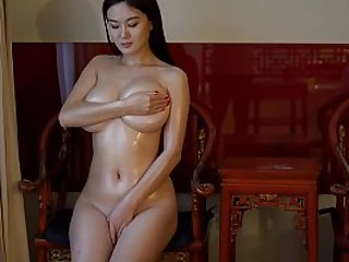 Chinese Hottie: conceitedly..