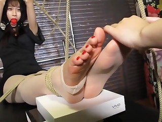 Chinese abuse foot prickling